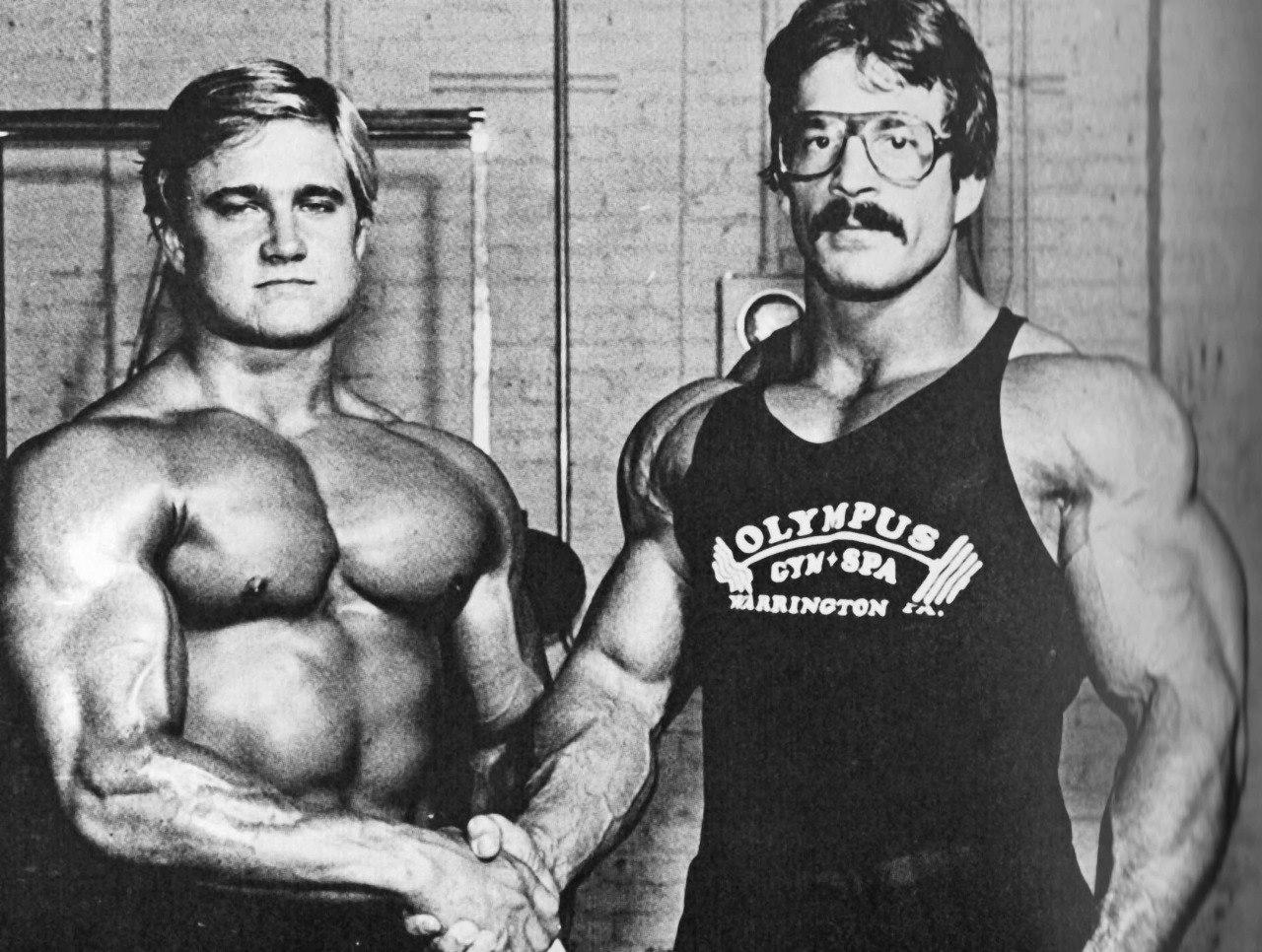 Майк Ментцер (справа)